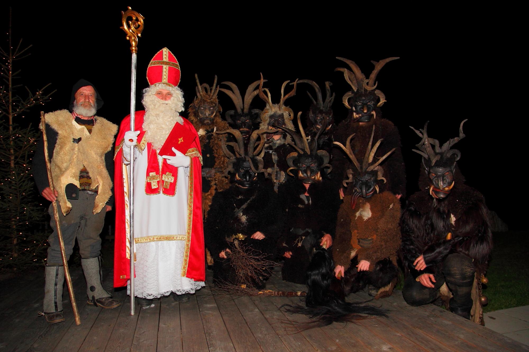 Nikolaus und Krampus am Adventmarkt in Großarl