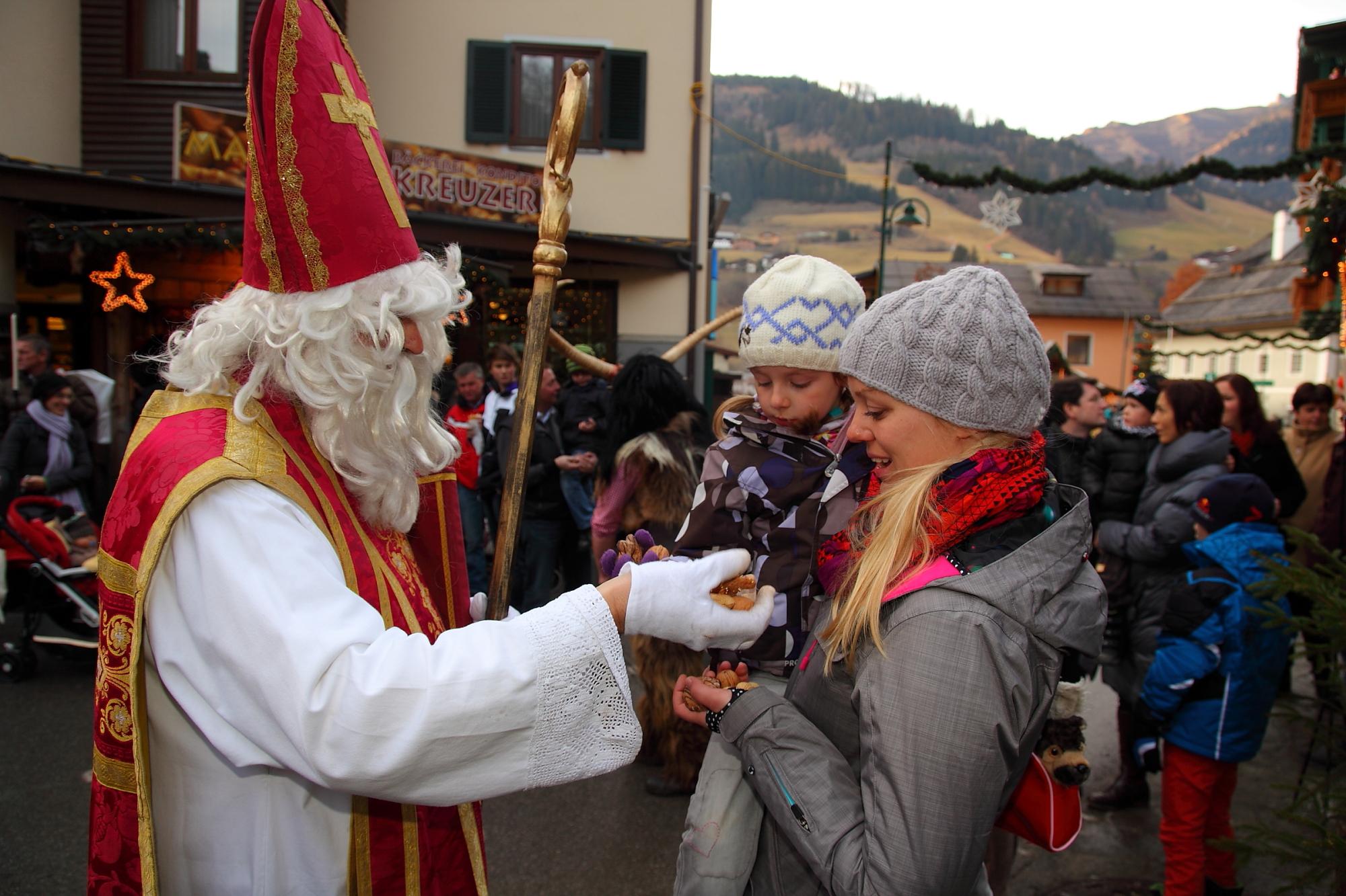 Nikolaus am Adventmarkt in Großarl