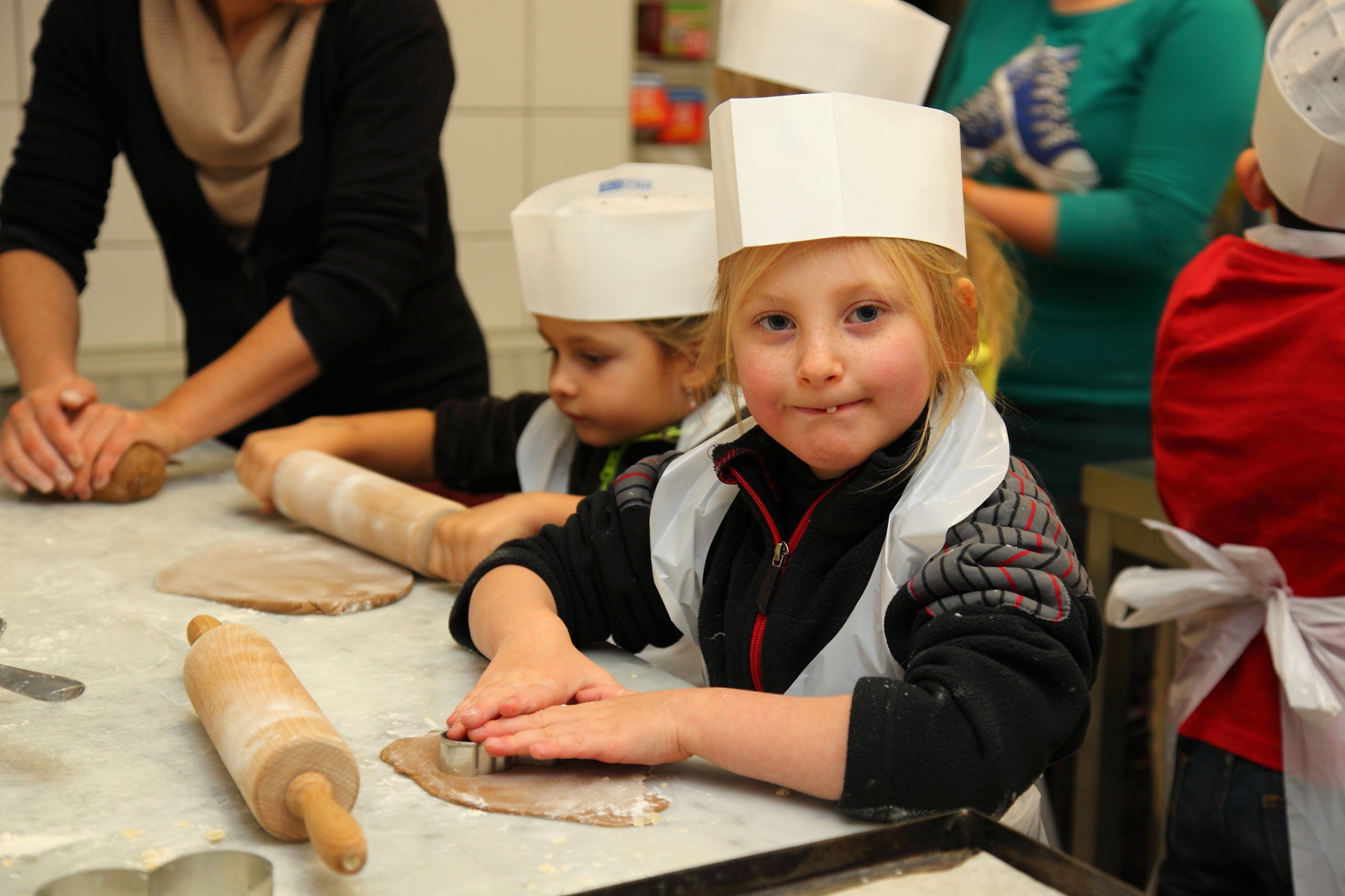 Baking for kids at the advent market in Grossarl