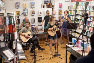 Aufnahme Buchladen Session mit der Band Character