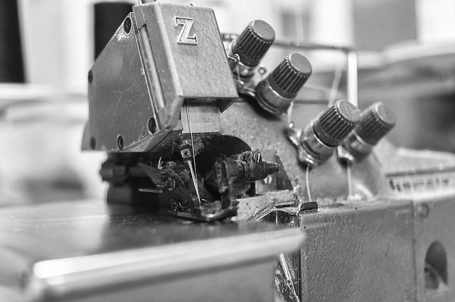 machine a coudre, surjeteuse, atelier couture ; technique