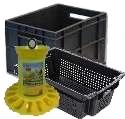 Пластиковые ящики и ведра. Кормушки для домашних птиц