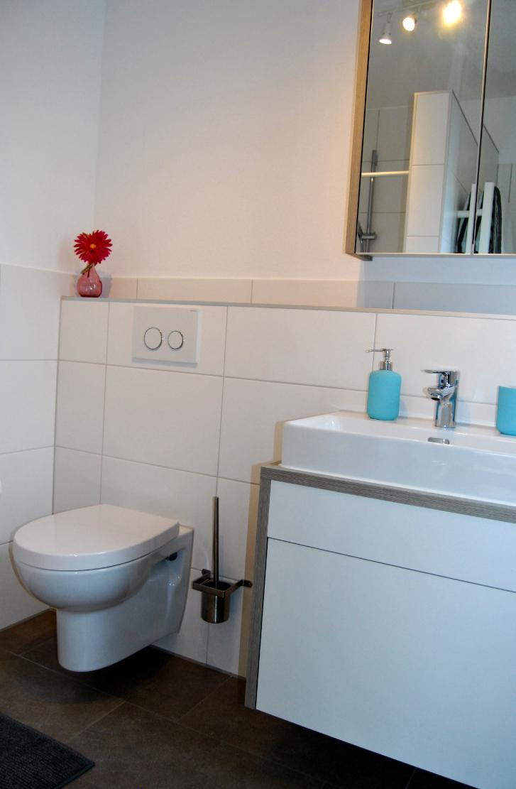 Bad mit Toilette und Dusche