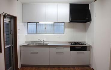 毎日使うキッチンは最新のシステムキッチンに機能性を重視