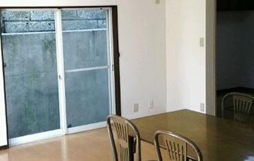 居住空間への影響を考慮して壁の補強工事を行う