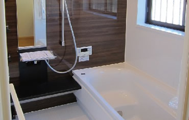 断熱効果のない年代物のお風呂は最新の機能を備えたユニットバスへ変更