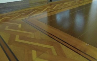 切り込み細工の施された床 今ではお目にかかれない職人こだわりの仕事