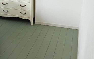 寝室の床材もなんとご主人の施工。一度やってみたかったとのことでした。