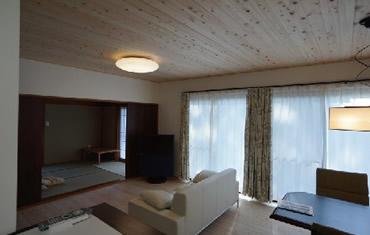 無垢材や漆喰を使用した住環境に配慮したリノベーション