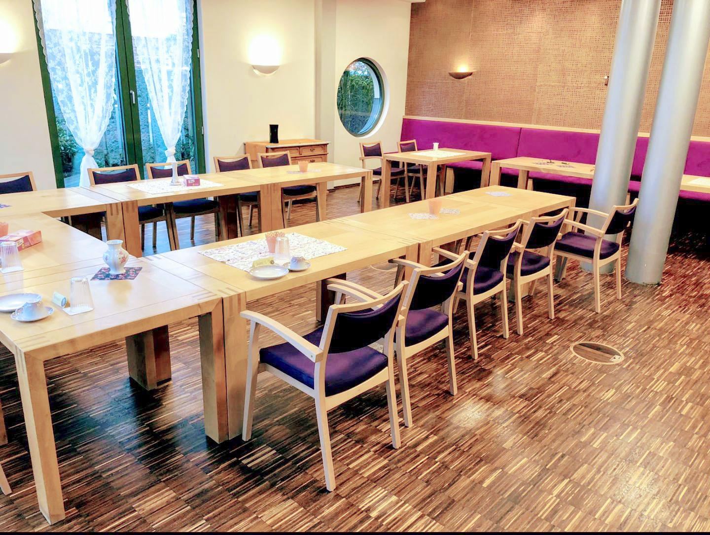 Seniorengerechten Tische und Stühle