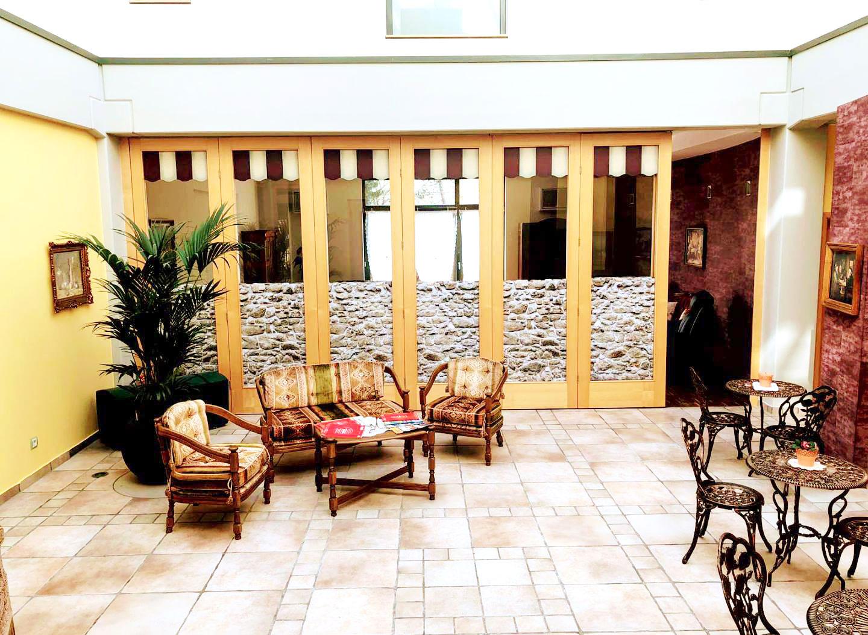 Gemütliche Sitzecke im Atrium