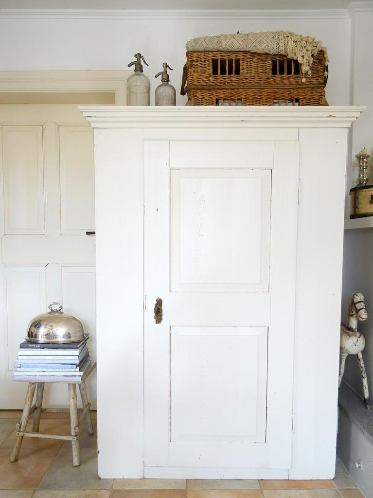 schr nke buffetts vitrinen. Black Bedroom Furniture Sets. Home Design Ideas