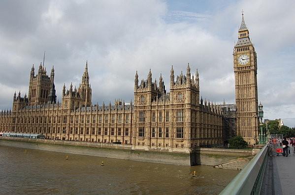 Londres, vous êtes devant le Parlement, pas encore à Norwood