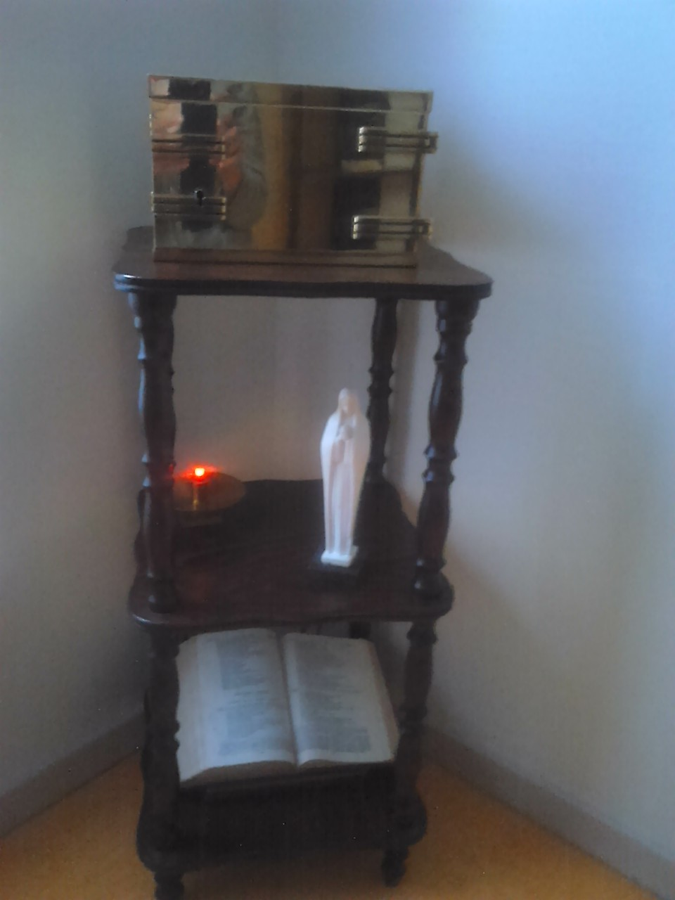 Oratoire à votre disposition : le Bon Dieu vous y attend.