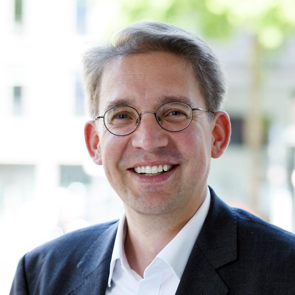 Dr. Rolf Claessen verstärkt die Kanzlei