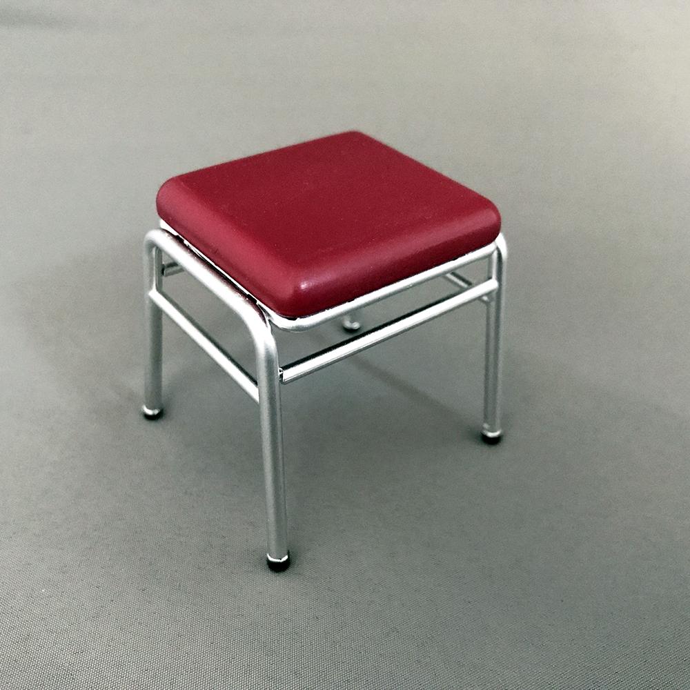 付属の椅子 縦に重ね置きも可能