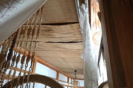 雨漏りで腐食してしまった天井板