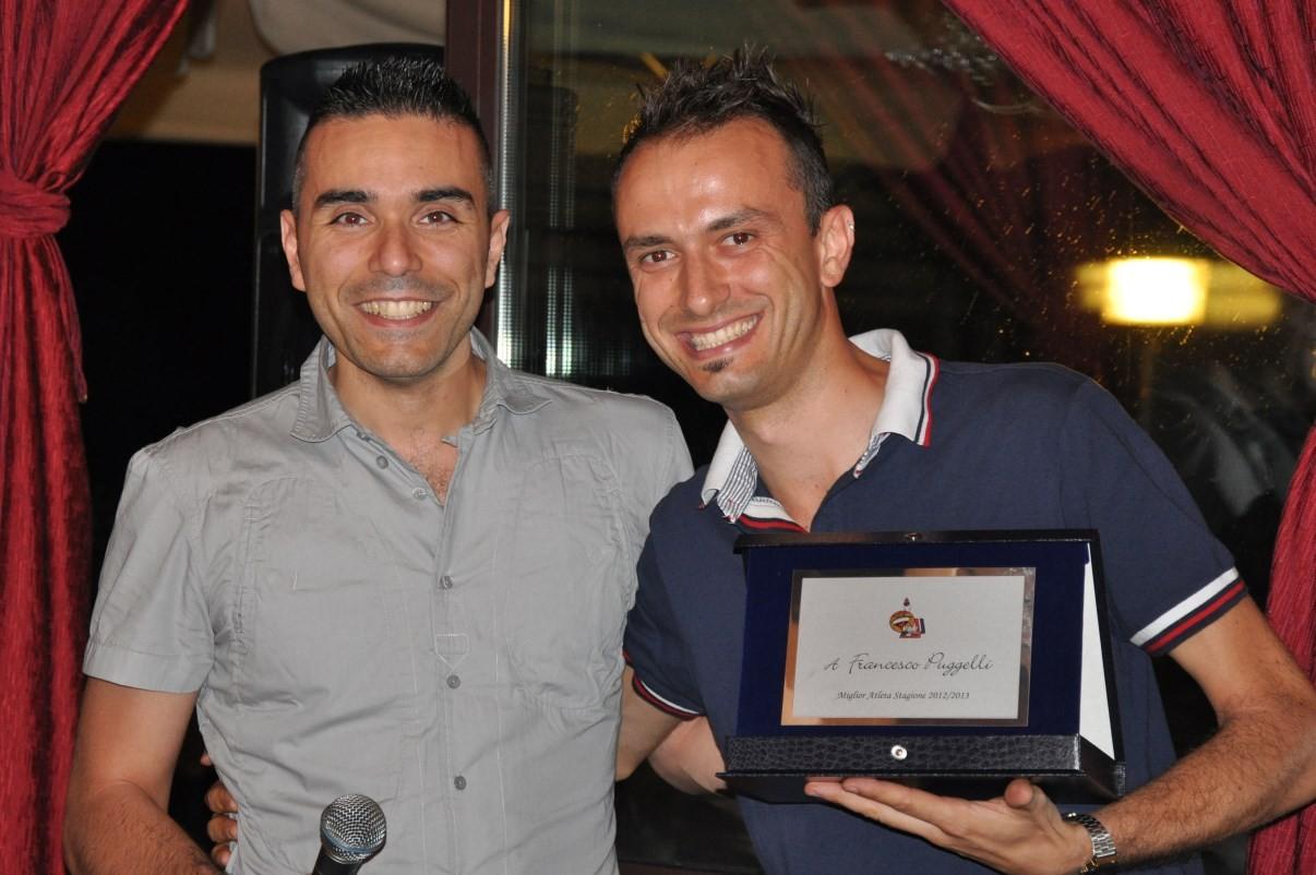 Il capitano consegna la targa MVP 2013 a Francino - Luglio 2013