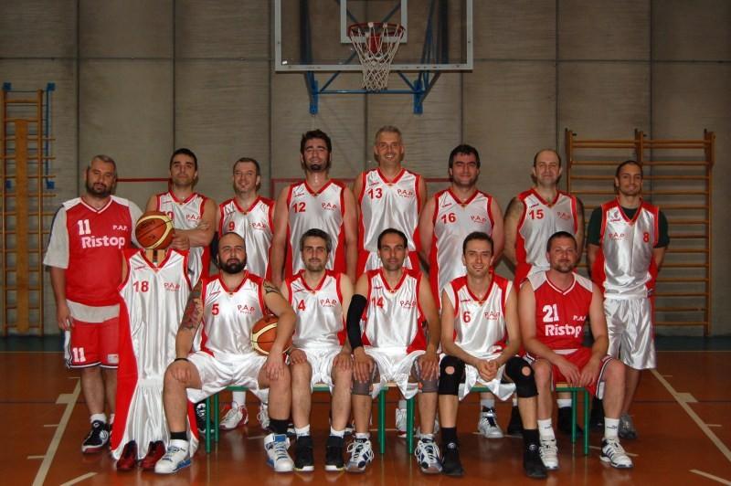 Ed ecco la foto di squadra....con il Leo in posa perfetta!!!!! - Maggio 2010