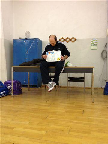 L'allenatore Paolo Spiega la difesa con la lavagnetta della Fisher-Price - Marzo 2012