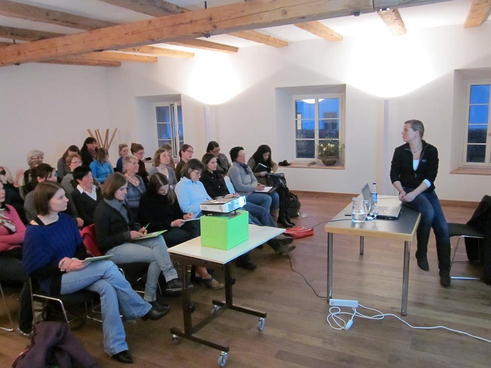 """Theorieseminar mit Babette Teschen: Am 12. April 2012 fand ein toller Abend zum Thema """"Das motivierte und ausbalancierte Pferd an der Longe"""" statt."""