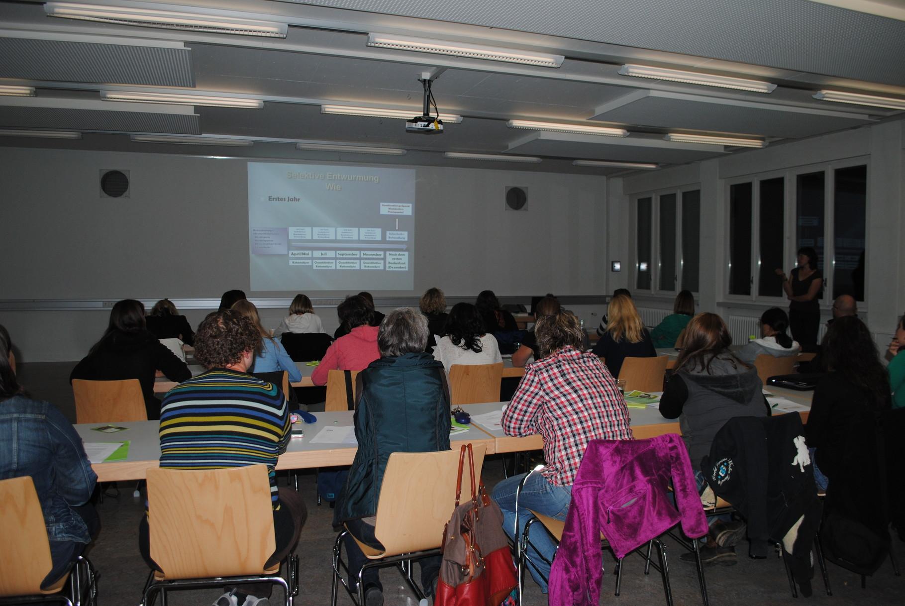 Entwurmungsvortrag: Der erste Vortrag in der Region Bern fand am 3. Oktober 2013 im Feuerwehrmagazin in Münsingen statt.