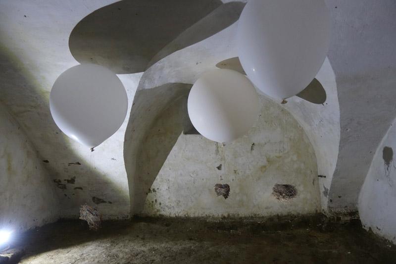 Christine Wawrinek - ante portas - Rauminstallation