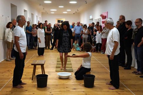 Christine Wawrinek - Fußwaschung - Performance