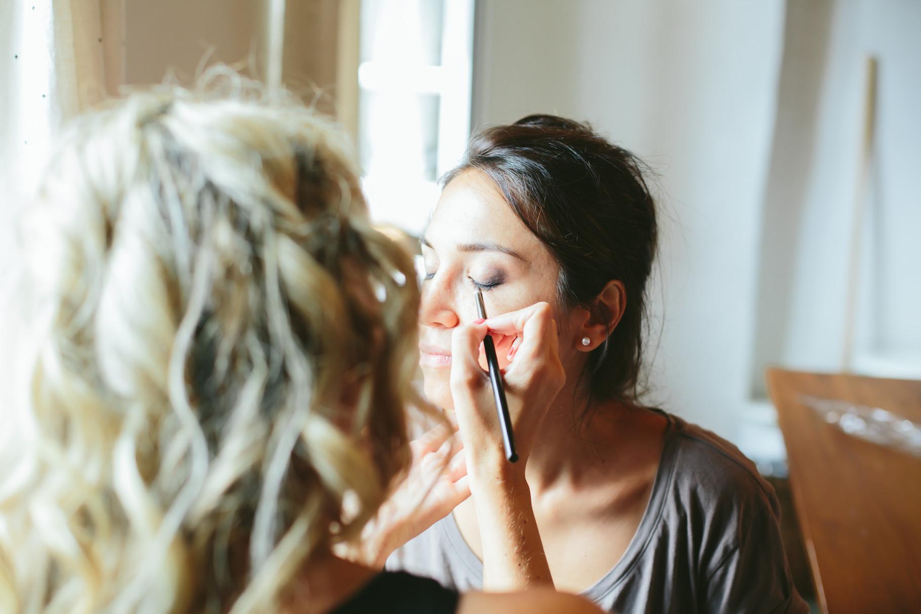 Getting Ready by Wandelbar Make-Up