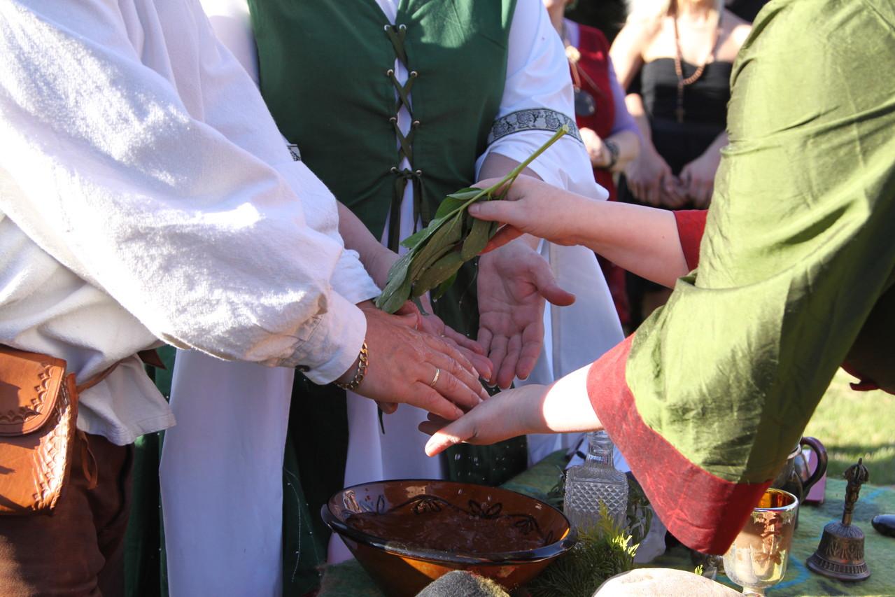 Erneuerung des Eheversprechens = Silberne Hochzeit und Familienritual.