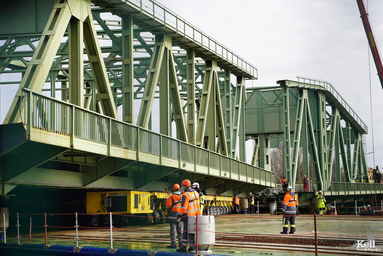 Abriss Europas größter drehbarer Eisenbahnbrücke in Bremerhaven