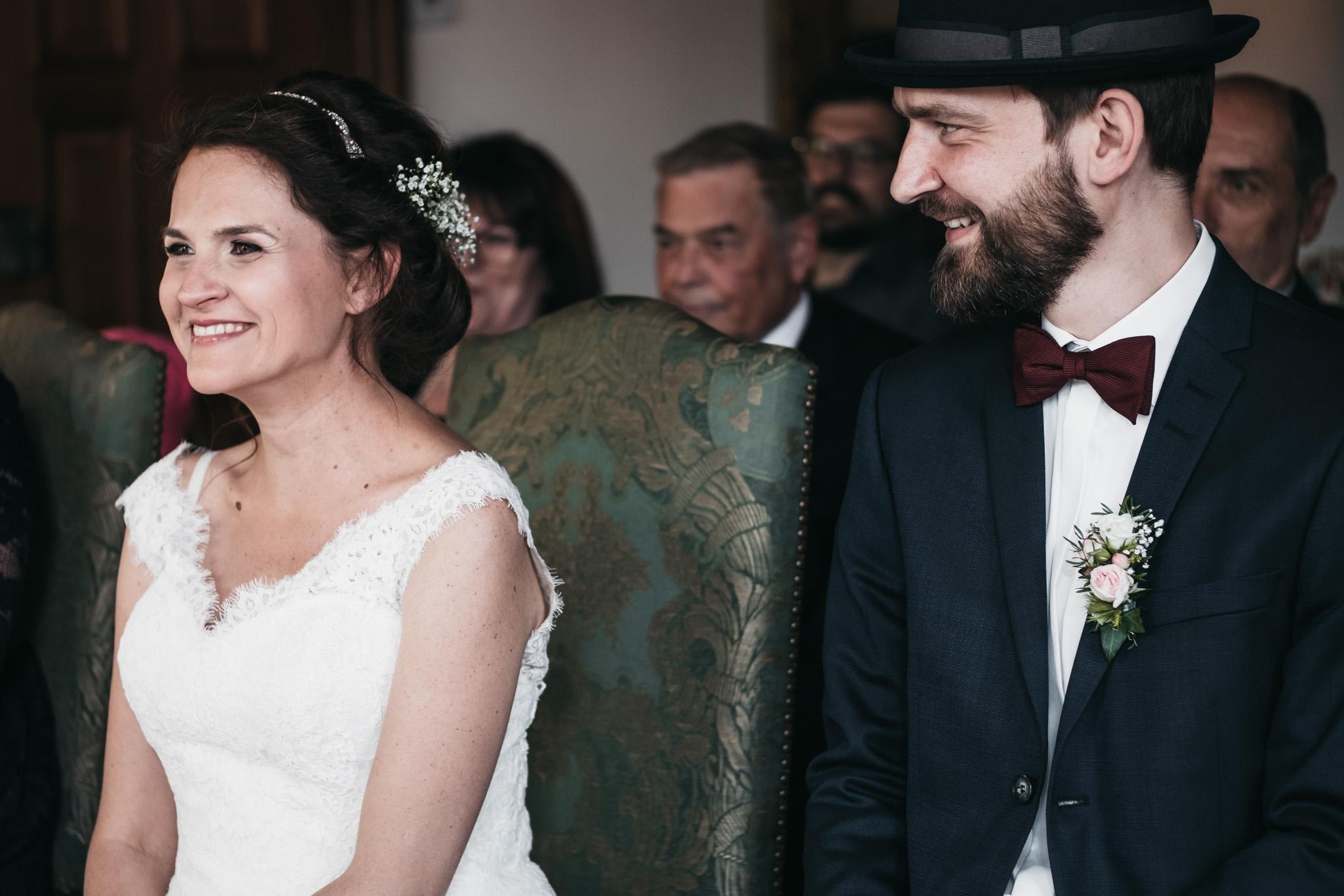aufgeregtes-Brautpaar