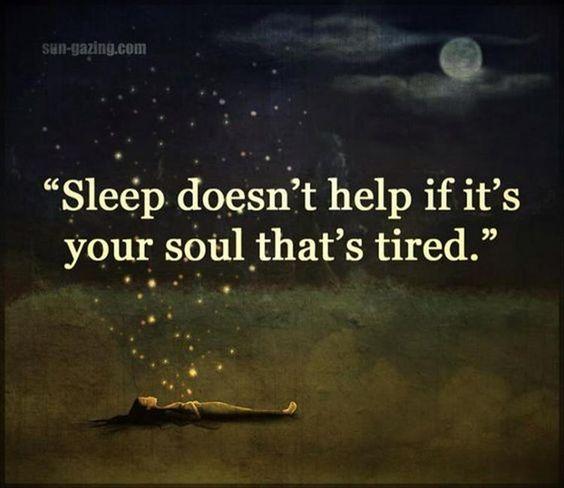 Sleep doesn't help ifi t's your soul thats tired Schlaft hilft nicht, wenn es deine Seele ist, die müde ist sun gazing mond wolken mädchen schlafen sterne