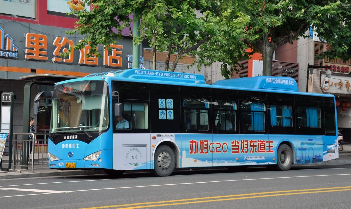 Bus électrique aux couleurs du G20, Hangzhou, juillet 2016. Photo : Jérémy Leugé et Liubing Xie.
