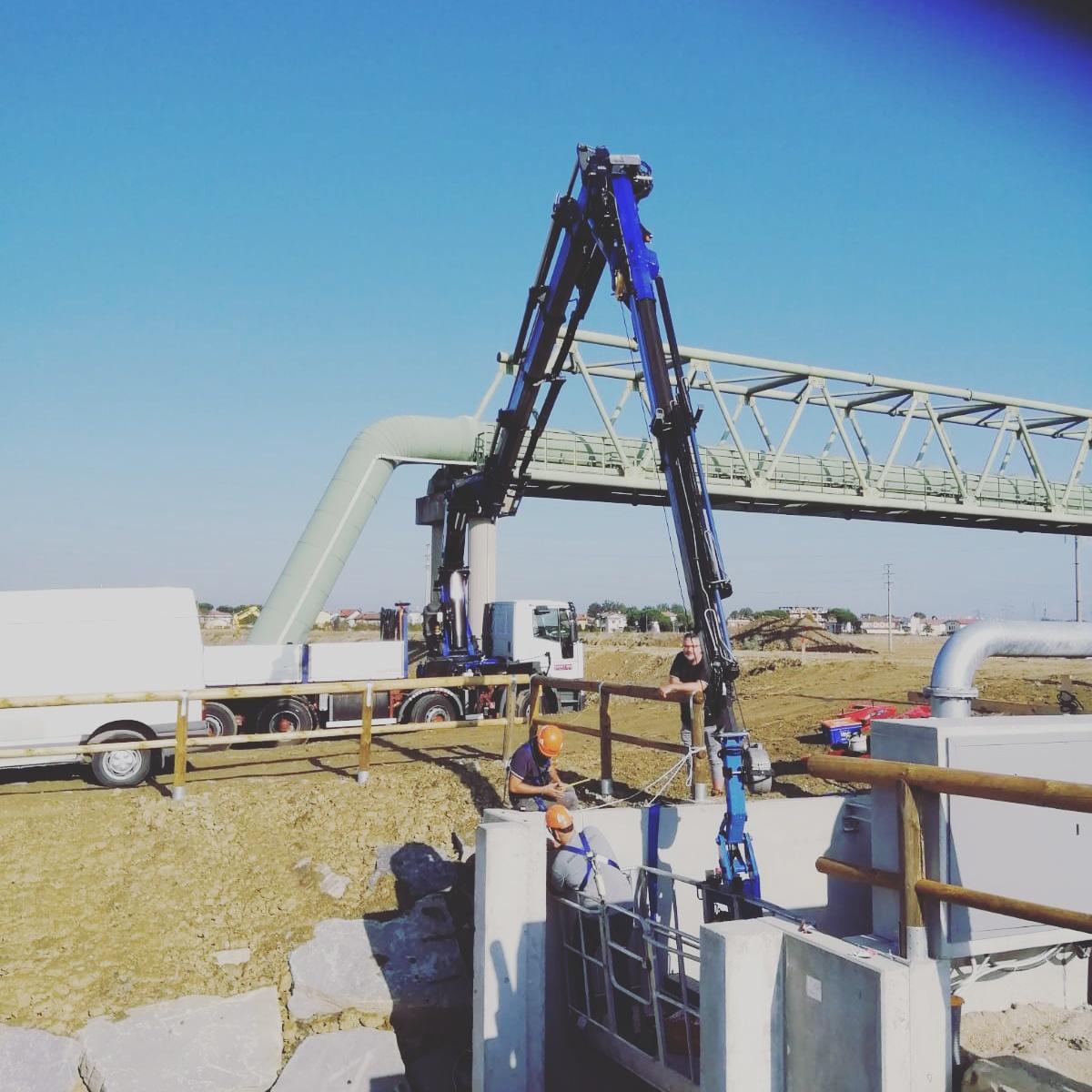 Rimini gru noleggio camion gru per intervento montaggio carpenteria Emilia Romagna Marche