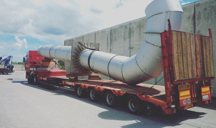 Trasporto eccezionale rimorchio allungabile tubazione cantiere piazzale Kennedy psbo Rimini ausa