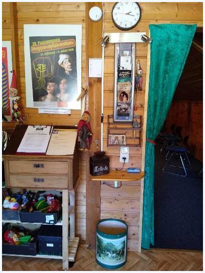 Trotz Corona: Kleinere Verschönerungsarbeiten im Eingangsbereich zur Garderobe folgen.