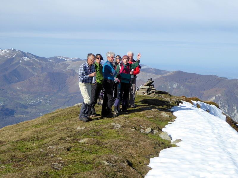 Après avoir repéré les points clés du parcours, on admire le panorama et identifie  les sommets
