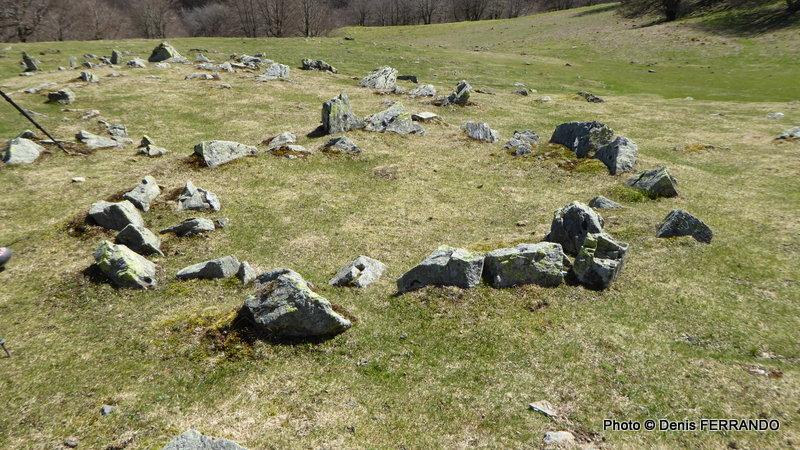 Ces cercles de pierres  ou cromlechs....