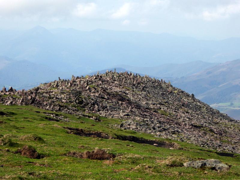 qui dépasse de plus de 300 m tous les sommets voisins.