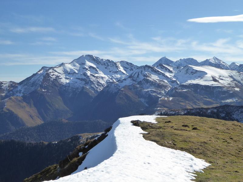 Vue sur le Montaigut et le Pic du Midi de Bigorre