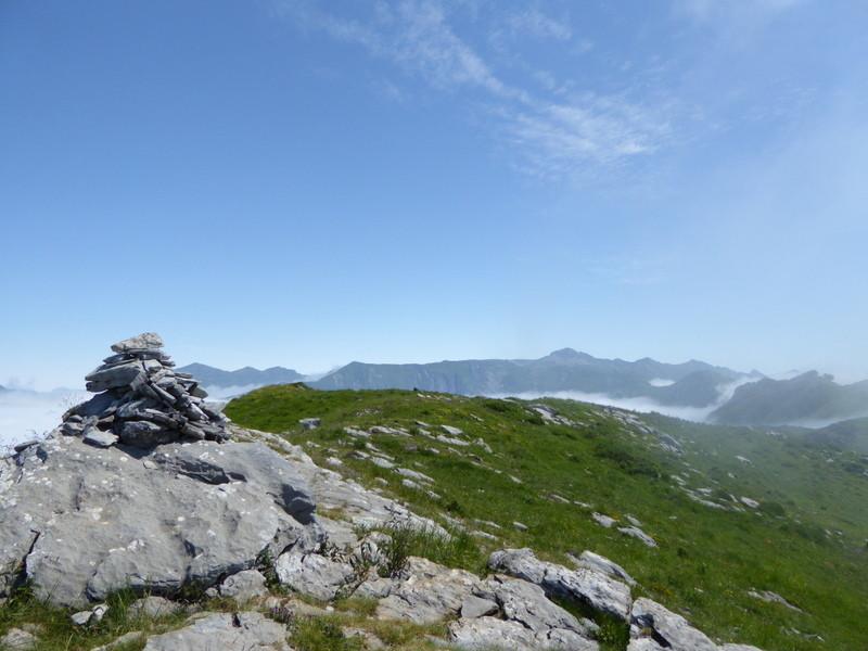 """Le sommet du Pic de Teulère 1565 m """"Zone de reproduction des perdrix""""..."""