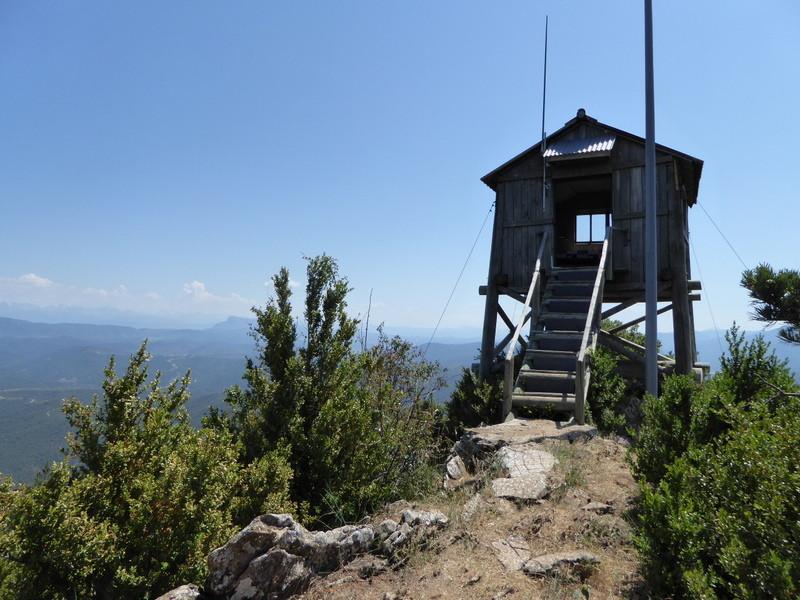 C'est un poste d'observation pour les feux de forêts en liaison avec San Salvador  (San Juan de la Peña) au nord, Castillo de Loarre à l'est et Sierra Mayor au sud