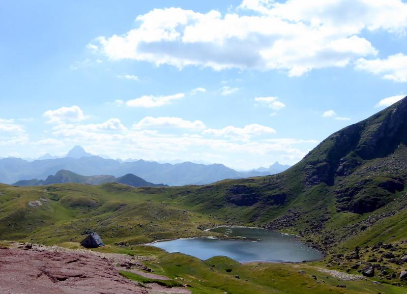Vue sur le Lac d'Arlet et au fond l'Ossau tient bien sa place !