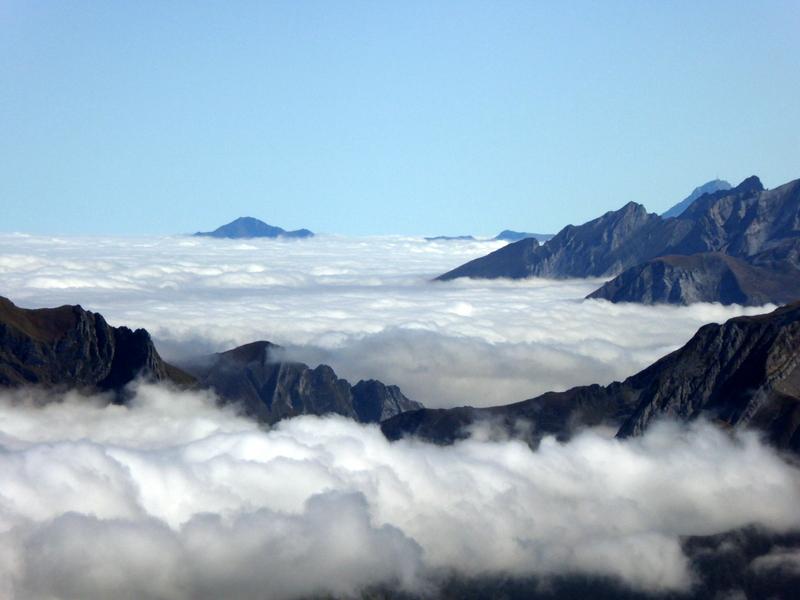 """est également connu sous le nom basque """"Auñamendi"""" ou """"montagne des chevrettes"""""""