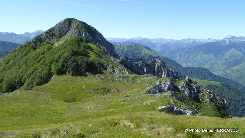 Depuis le sommet du Roumendares, juste devant nous le pic d'Andurte