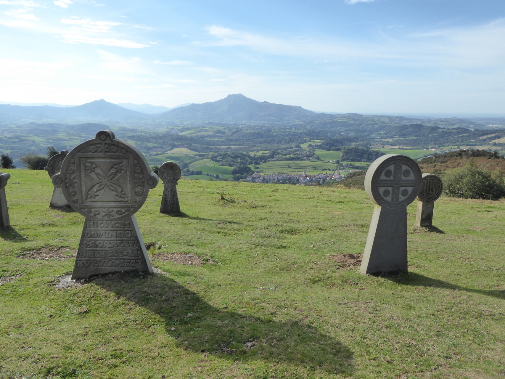 Stèles basques du calvaire de la chapelle de l'aubépine