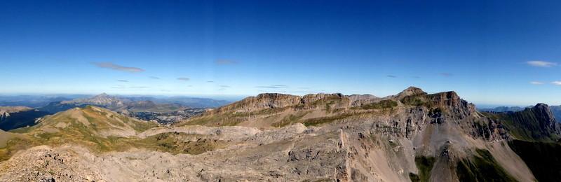 Panorama depuis le Pic d'Ansabère à droite pic et table des trois rois, Billare et et Dec de Lhurs
