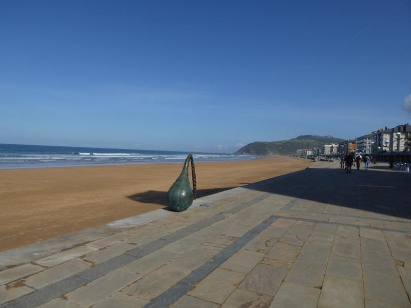 Zarautz est la reine des plages basques, c'est  l'une des destinations au Pays Basque qui est le plus massivement...choisie l'été pour ses plages.