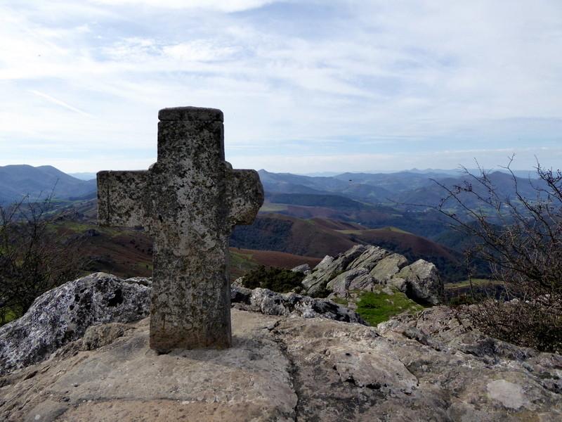 Croix sommitale du Mondarrain